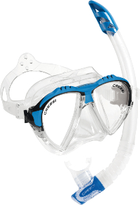Swimming with snorkel and mask